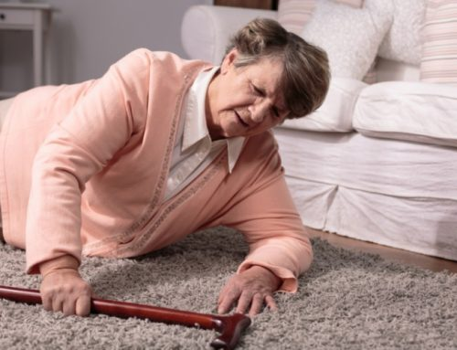 Maioria das quedas de idosos acontece dentro de casa