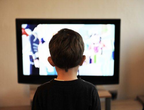 Superexposição de crianças ao mundo digital preocupa especialistas